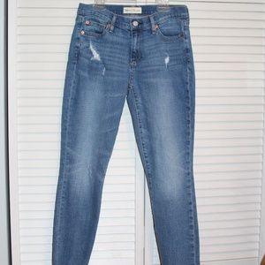 Gap True Skinny Jean 27